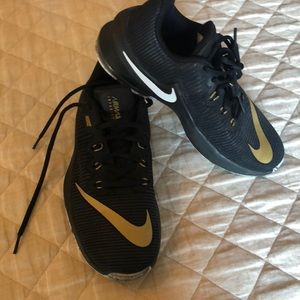 Nike AirMax infuriate size 7 black and gold shoe